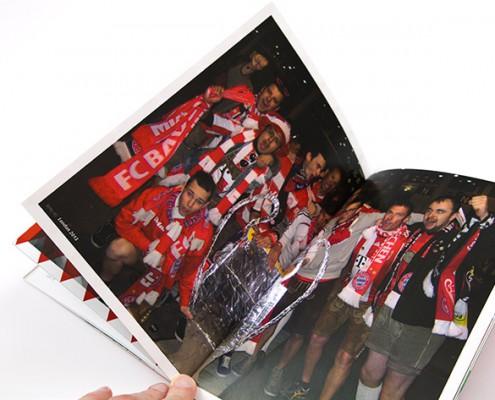 Gruppenfoto auf einer Innenseite der Broschüre