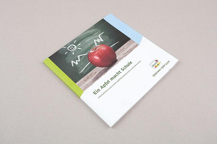 """Broschüre """"Ein Apfel macht Schule"""""""