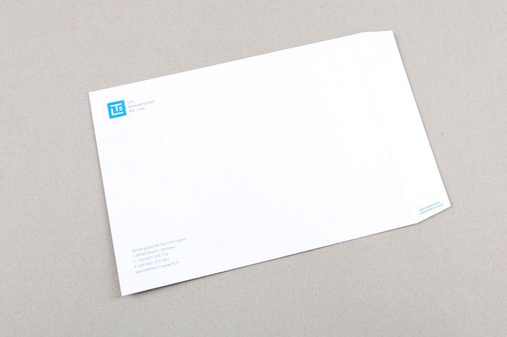 Das Sackkuvert wurde im Format 26 x 19 cm gedruckt