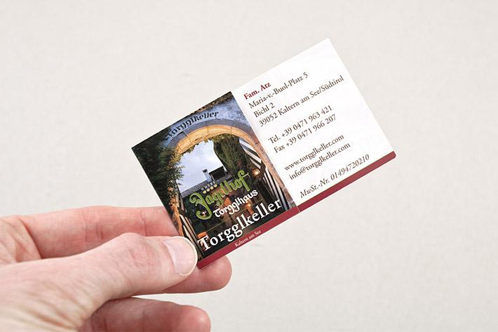 Zweisetig bedruckte Visitenkarte